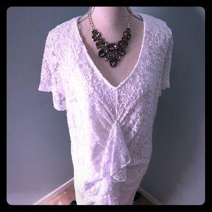 Shortsleeved v-neck fully lined lace dress